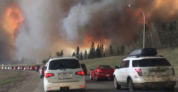 Landscape_view_of_wildfire_near_Highway_63_in_south_Fort_McMurray_(cropped)