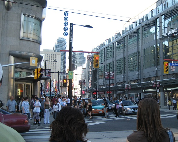 onge_Dundas_Toronto streets scene, workers