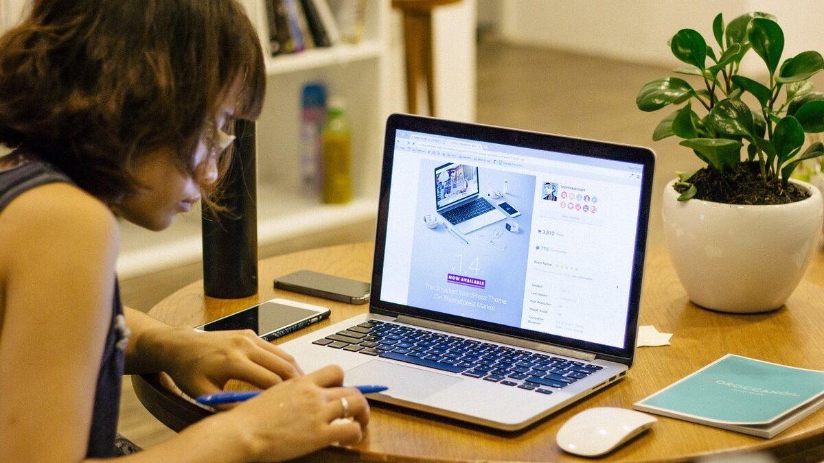 Organizational Change Through Digital Transformation